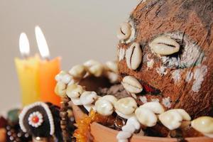 närbild av ockult altare för brasiliansk voodoo-ritual. shamanism foto