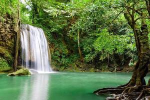 erawan vattenfall, erawan nationalpark i kanchanaburi, Thailand foto