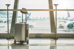 vagn bagage finns på en stor flygplats foto