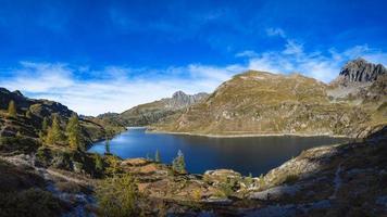 sjöar gemelli. alpinsjön i alperna orobier i norra Italien. foto