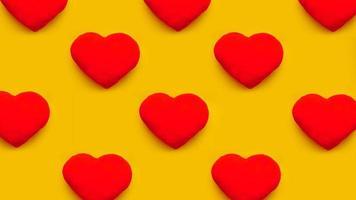rader av röda hjärtleksaker på gul bakgrund. platt låg foto