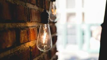 dekorativa antika edison stil ljus volfram glödlampa foto