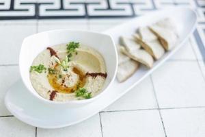 hummus houmous Mellanöstern vegetarisk kikärtsdipp berömt mellanmål foto