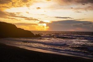 havslandskap med solnedgång foto