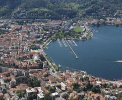 utsikt över staden como och sjö foto