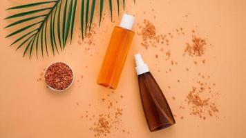 sommar hudvård naturliga kosmetiska produkter foto