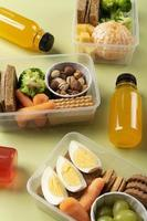 hälsosam mat lådor arrangemang ovanifrån foto