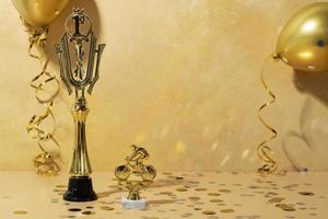 vinnarkoncept med gyllene människor foto