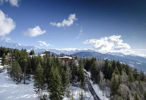 les arcs franska alperna skidort och utsikt över bergen nära bourg Saint Maurice i Frankrike foto