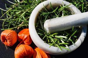 alternativ medicin med rosmarin foto