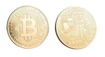 gyllene bitcoin på vit bakgrund foto