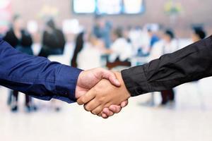 affärsman handskakning foto