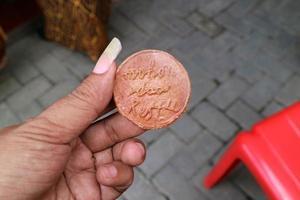 pengar gjorda av lera som används för traditionella evenemang foto