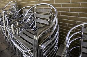 stolar i metall foto
