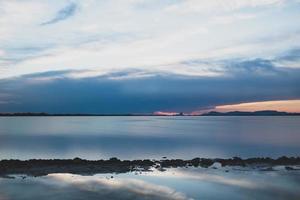 solnedgång vid estany pudent i ses salines naturpark foto