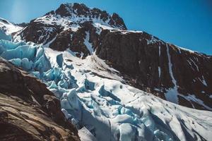 landskap på berg och glaciären svartisen landskap i norge foto