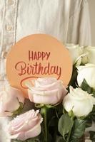 grattis på födelsedagskortet med blommor foto