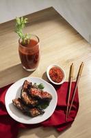 den näringsrika måltiden med sambalarrangemang foto