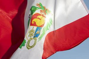 den nationella peru flaggan med symbol foto