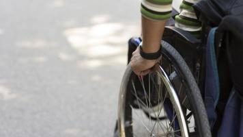 närbild hand rörliga hjulet. upplösning och vackert foto av hög kvalitet