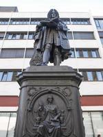 Leibniz -monumentet för den tyske filosofen Gottfried Wilhelm Leibniz i Leipzig, Tyskland foto