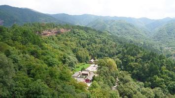landskap från maijishan grottempel-komplex i Tianshu Gansu Kina foto