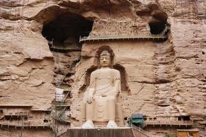 gammal kinesisk buddhastaty vid bingling grottempel i Lanzhou Kina foto
