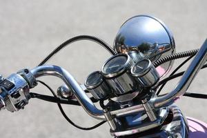närbild av cykelns styr foto