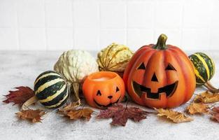 höst stilleben med halloween pumpor foto