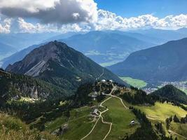 fantastisk utsikt över Alperna från ett toppmöte foto
