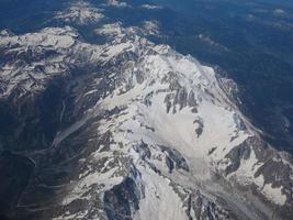 flygfoto över alperna mellan Italien och Schweiz foto