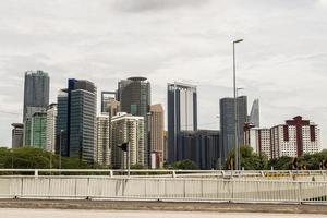 enorma skyskrapor panorama skyline, kuala lumpur. foto