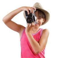 liten flicka fotograferar gammal kamera foto