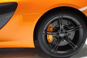 sida av gul sportbil foto