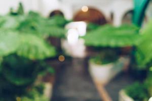 suddig kaffe och restutant café med kunders bakgrund. foto