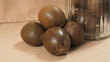 munkfrukt eller luo han guo. torkad frukt för hälsosam sötningsdryck. foto