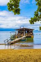 ilha grande brazil 23. november 2020, mangrove beach och pouso beach med simrestaurang foto