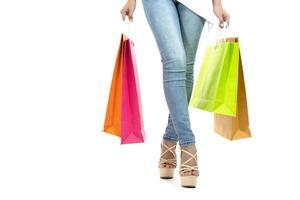 kvinnor som håller shoppingkassar foto