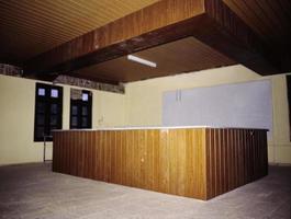 kontorsdekoration med träliknande laminatmaterial. foto