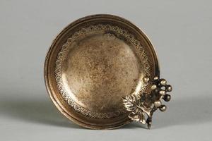 kalkon, 2021 - antikt silveraskfat i silver från den ottomanska perioden foto