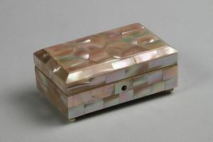 kalkon, 2021 - antik pärlemor smyckeskrin foto