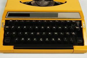 Turkiet, 2021 - bärbar skrivmaskin tillverkad 1980 foto