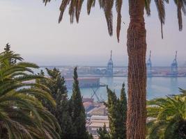 utsikt över hamnen i genua, italien foto
