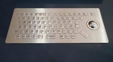 datorns tangentbord med trackball foto