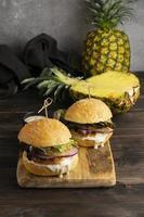 högproteinmåltid hamburgare närbild detalj foto