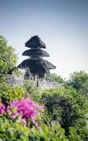uluwatu forntida landmärke på en balinesisk hinduistisk tempel på Bali, Indonesien foto