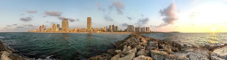 panoramautsikt över tel aviv på kvällen foto