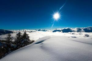 stort snöfall i alperna foto