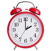 röd väckarklocka visar exakt två foto