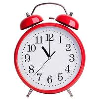 röd väckarklocka visar exakt elva foto